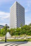 Nuevo edificio del ángulo agudo Foto de archivo libre de regalías