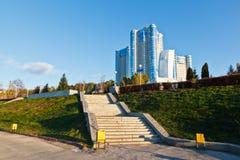 Nuevo edificio en el río de Volga en Samara Foto de archivo libre de regalías