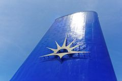 Nuevo embudo Azul-coloreado con el logotipo de la línea de cruceros de P y de O Fotografía de archivo libre de regalías
