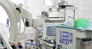 Nuevo equipamiento médico en una clínica moderna almacen de video