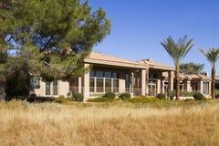 Nuevo estado moderno del hogar del campo de golf de la mansión Imagen de archivo