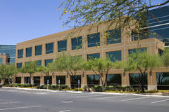 Nuevo exterior corporativo moderno del edificio de oficinas Foto de archivo