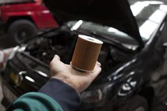 Nuevo filtro de aceite del coche imagen de archivo