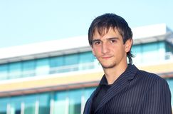 Nuevo graduado de la universidad foto de archivo