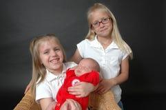 Nuevo hermano del bebé imagenes de archivo
