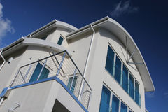 Nuevo hogar de lujo moderno de la casa fotos de archivo libres de regalías