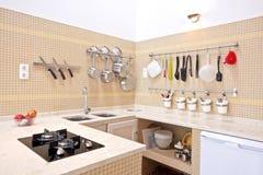 Nuevo interior moderno de la cocina Fotos de archivo