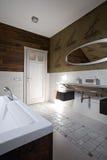 Nuevo interior moderno del cuarto de baño fotografía de archivo