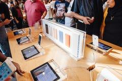 Nuevo iPhone 6 de Apple e iPhone 6 más Imagenes de archivo