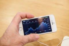 Nuevo lanzamiento del smartphone del SE del iPhone de Apple Imagen de archivo libre de regalías