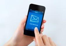 Nuevo mensaje en el teléfono móvil Fotos de archivo libres de regalías