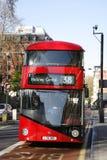 Nuevo omnibus para Londres Imagenes de archivo