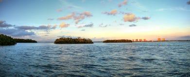 Nuevo paso de la puesta del sol de la bahía de Estero en Bonita Springs imágenes de archivo libres de regalías