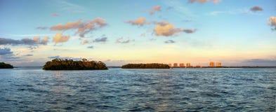 Nuevo paso de la puesta del sol de la bahía de Estero en Bonita Springs fotos de archivo