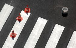 Nuevo paso de peatones   Imagenes de archivo