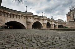 Nuevo puente en París Imágenes de archivo libres de regalías