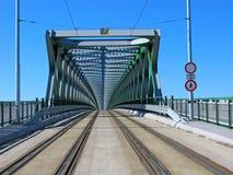 Nuevo puente viejo moderno en Bratislava, Eslovaquia imagen de archivo libre de regalías