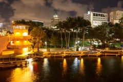 Nuevo río en el pie céntrico Lauderdale en la noche, la Florida, los E.E.U.U. imagen de archivo libre de regalías