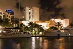 Nuevo río en el pie céntrico Lauderdale en la noche, la Florida, los E.E.U.U. fotos de archivo