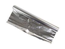 Nuevo rollo del papel de aluminio en un fondo blanco. Imagen de archivo