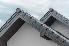 Nuevo tejado de cerámica de la casa imágenes de archivo libres de regalías