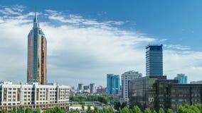 Nuevo timelapse del distrito financiero del tejado en la capital de Kazajistán en Astaná metrajes