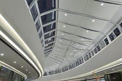 Nuevo tipo de bulbos del LED usados en la decoración comercial moderna del edificio Imágenes de archivo libres de regalías