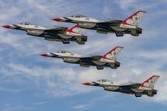 NUEVO WINDSOR, NY - 3 DE SEPTIEMBRE DE 2016: Los Thunderbirds del U.S.A.F. realizan a Foto de archivo