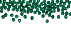 Nuevo Year& x27; frontera de s Decoración de la Navidad Granos de cristal verdes Fotos de archivo