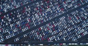 Nuevos aparcamiento y camión Fotos de archivo