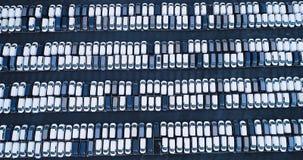 Nuevos aparcamiento y camión Foto de archivo libre de regalías