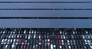 Nuevos aparcamiento y camión con el panel solar Fotos de archivo