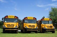 Nuevos autobuses escolares Foto de archivo