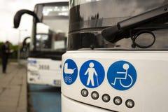 Nuevos autobuses modernos en el LPG foto de archivo