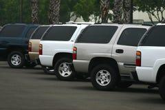 Nuevos automóviles para la venta Foto de archivo libre de regalías
