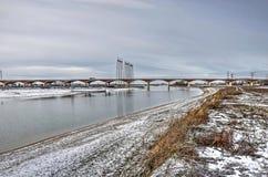 Nuevos canal y puente de río en invierno fotos de archivo libres de regalías