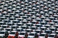 Nuevos coches estacionados Imágenes de archivo libres de regalías
