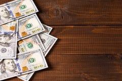 Nuevos 100 dólares de EE. UU. de cuentas Foto de archivo libre de regalías