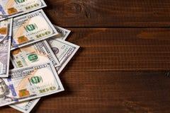 Nuevos 100 dólares de EE. UU. de cuentas Fotografía de archivo libre de regalías