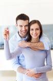 Nuevos dueños caseros con llave Fotografía de archivo libre de regalías