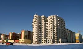 Nuevos edificios de varios pisos. Imagen de archivo