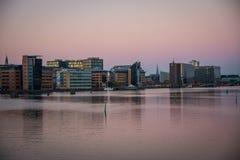 Nuevos edificios en el puerto de Copenhague dinamarca imágenes de archivo libres de regalías