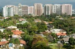 Nuevos edificios modernos del condominio en Rio de Janeiro imagenes de archivo