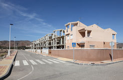 Nuevos edificios y calle Fotos de archivo libres de regalías