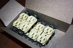 Nuevos enchufes eléctricos Fotos de archivo