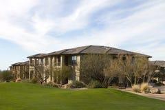 Nuevos hogares de lujo modernos del campo de golf Imagen de archivo libre de regalías