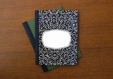 Nuevos libro y cuaderno de la composición fotos de archivo