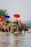 Nuevos monjes budistas en la ordenación del elefante Imagen de archivo