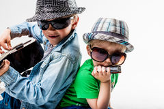 Nuevos niños en el bloque que juega la roca ruidosa Fotografía de archivo libre de regalías