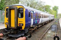 Nuevos tren estupendo del esprinter de la clase 156 septentrionales de la librea Foto de archivo